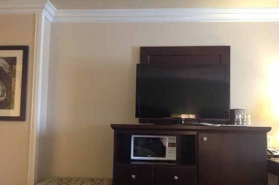 BEST WESTERN PLUS Mirage Hotel & Resort: tv, microwave and mini fridge