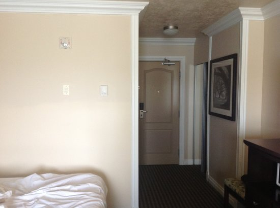 Best Western Plus Mirage Hotel & Resort : Nice crown molding
