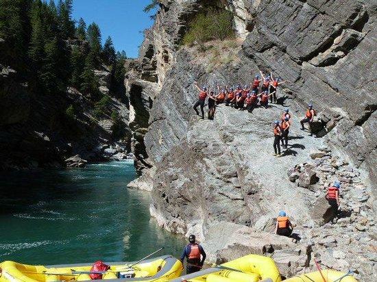 Kootenay Raft Co : Cliff Jumping