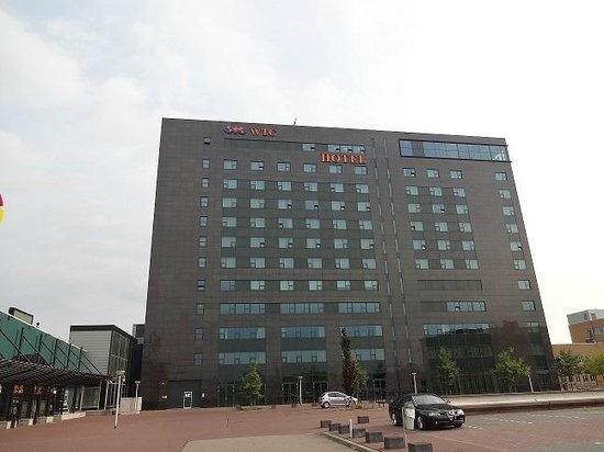 WestCord WTC Hotel Leeuwarden: hotel lato parcheggio