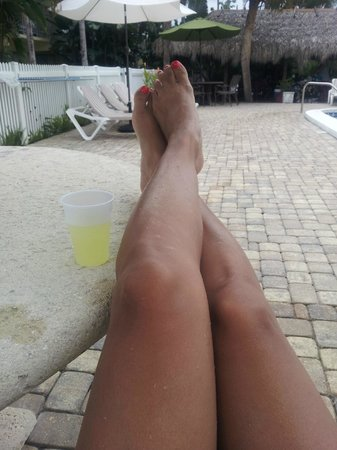 Naples Courtyard Inn: Relaxing with my margarita:)