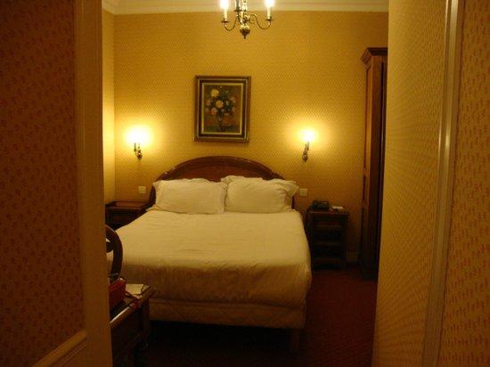 Best Western Ducs De Bourgogne : Very comfortable Queen Bed