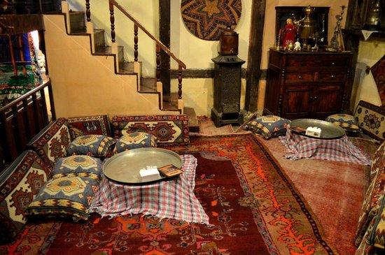 Erzurum Evleri: Want to sit here?
