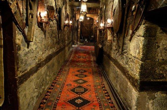 Erzurum Evleri: Carpets and caverns