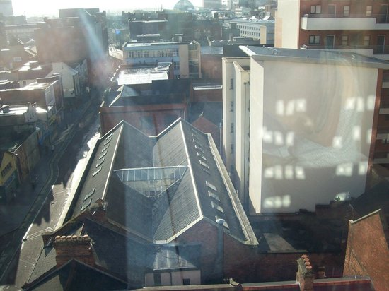 Ibis Belfast City Centre: Early morning view from room in sunshine
