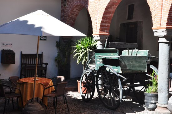 MARQUESES Boutique Hotel : Inner Court