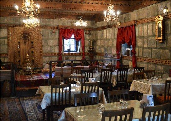 Erzurum Evleri: A large dining room