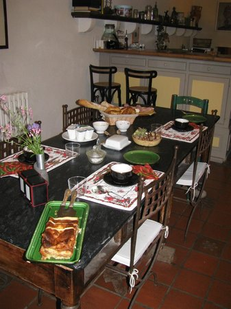 Maison Trivalle : breakfast table