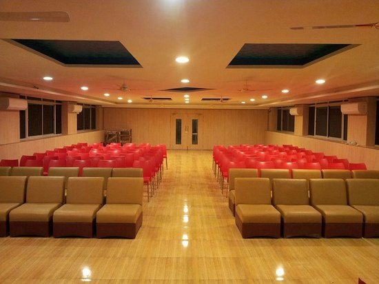 Hotel Shreenithi : MEETING HALL