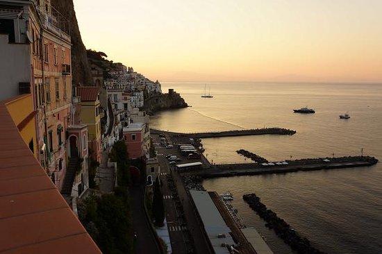 Il Porticciolo di Amalfi: テラスからの夕暮れ