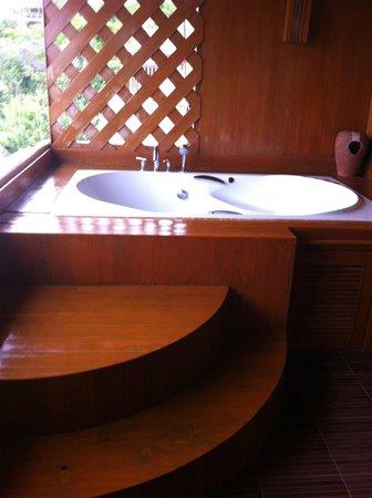 Ko Tao Resort - Paradise Zone: Jacuzzi bath balcony