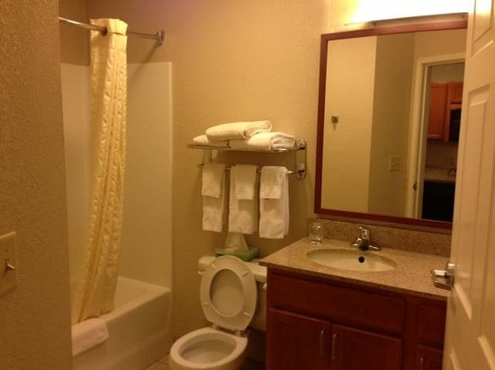 Candlewood Suites Kansas City Speedway : Bathroom