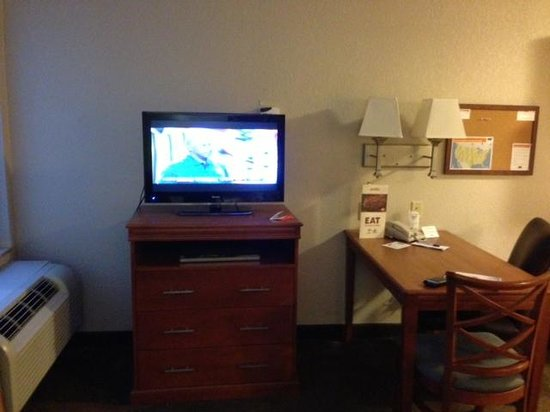 Candlewood Suites Kansas City Speedway : TV and Business Desk