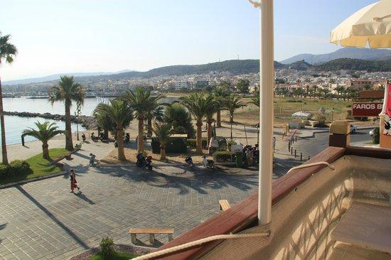 Faros Beach Hotel: Вид с балкона в одну сторону