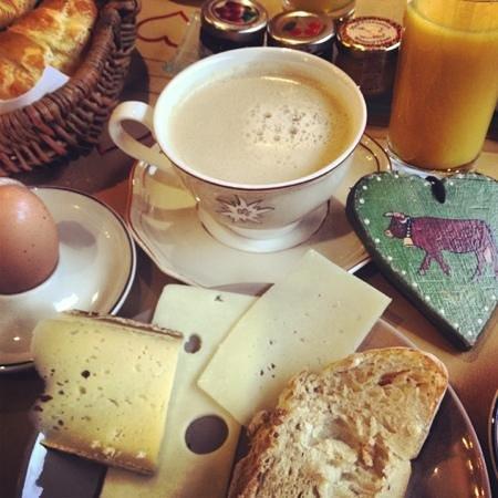 Auberge du Manoir: Perfect breakfast