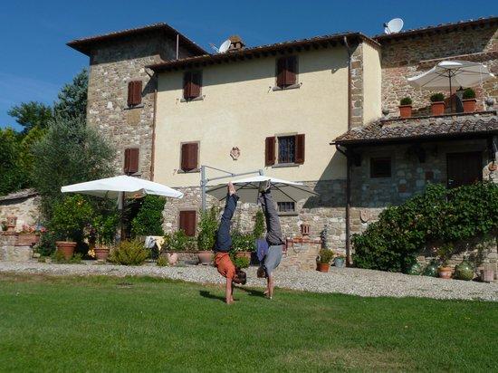 B&B Villa Cardeto: Handstand vor der Villa Cardeto