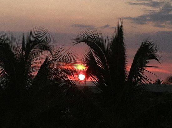 Kohala Suites by Hilton Grand Vacations: Waikoloa sunset
