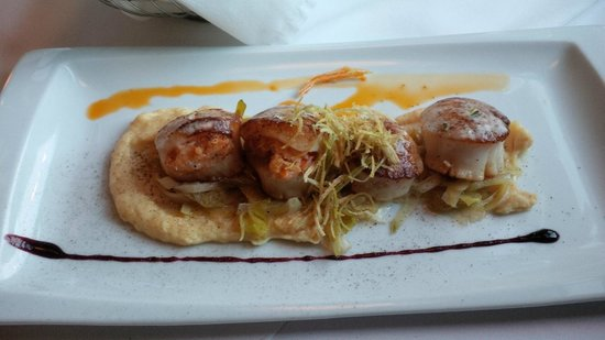The Five Fishermen (upstairs only) : Digby Scallops stuffed with Lobster