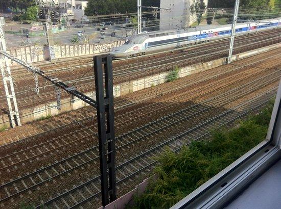 B&B Hotel Paris Malakoff Parc des Expositions : la ferrovia sottostante