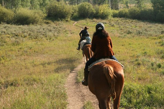 Sombrero Stables at Snow Mountain Ranch: Horse trail ride