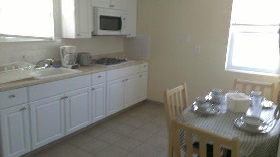 Luna-Mar Motel: Kitchen in 2 bedroom apt