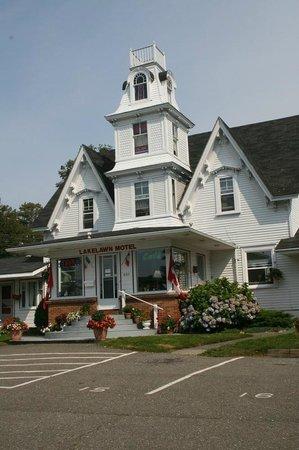 Lakelawn B&B Motel : View of the entrance, Lakelawn Motel