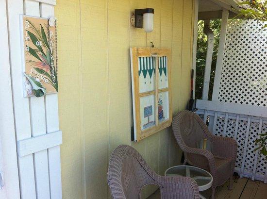 Cedar Cove Resort & Cottages: Bird of Paradise Balcony