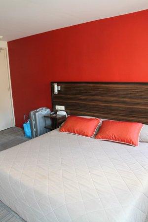 Hotel Le Mistral: letto 151 x 210