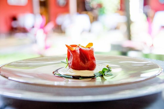 Flor de Lis: Sweet tomato with parmesan cheese and balsamic vinegar