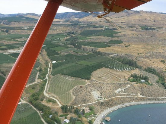 Chelan Seaplanes: Lift of and flight