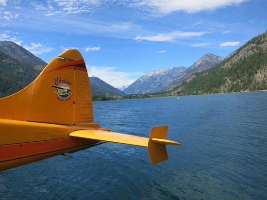 Chelan Seaplanes: Landing among the Mnts