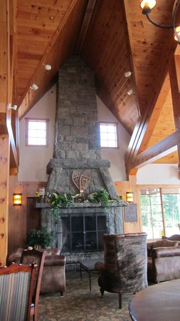 Crowne Plaza Lake Placid: fireplace in Great Room