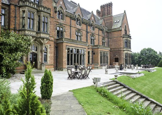 Wroxall Abbey Hotel & Estate: The patio at the rear