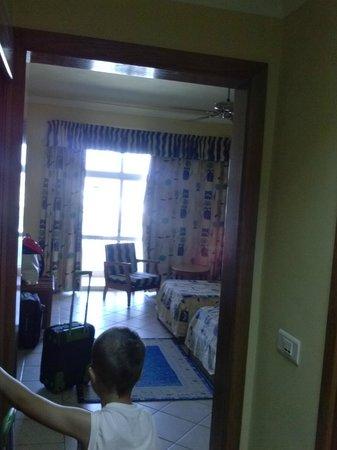 Paradise Bay Resort Hotel: room