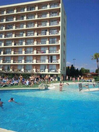 HYB Eurocalas : une des 4 piscines