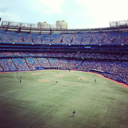 Toronto Marriott City Centre Hotel: View of the Blue Jays came from the hotel bar