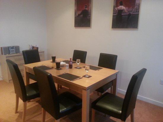 Cunard Apartments: Ready for evening meal
