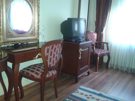 Elfida Suites: room very neat