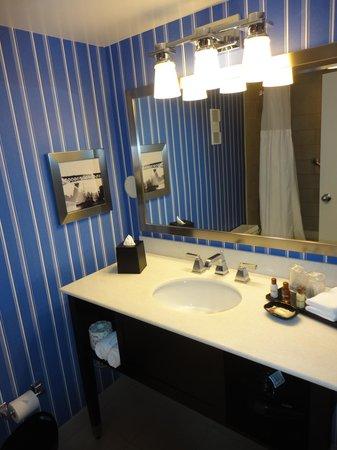 Sheraton Bellevue Hotel: King Traditional Bathroom