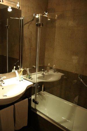Hotel las Leyendas : quarto de banho/ bathroom 2