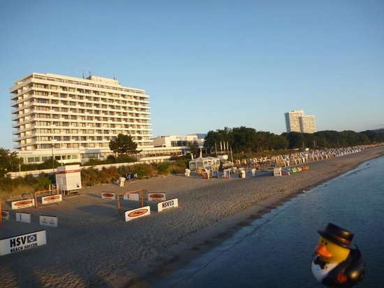 Maritim Seehotel Timmendorfer Strand: the hotel as seen from the pier