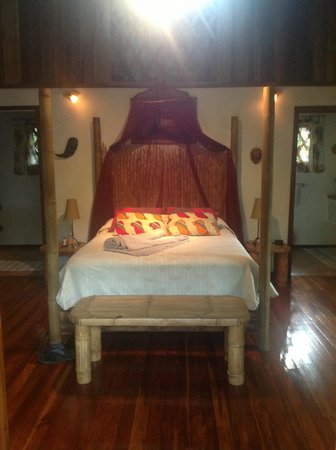 Coral Hill Bungalows : Bedroom in bungalow