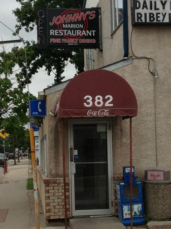Johnny's Marion Restaurant: Entrance