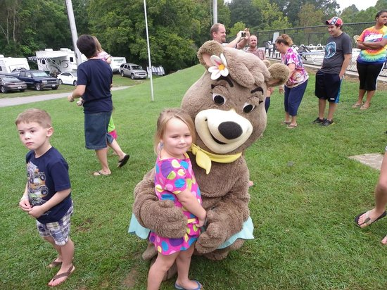 Yogi Bear's Jellystone Park at Natural Bridge: Fun with Cindy