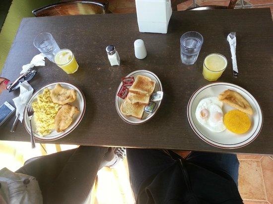 Hotel Dos Rios: Breakfast