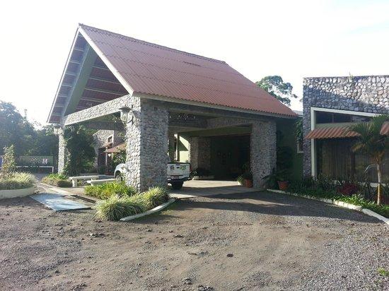 Hotel Dos Rios: Main Entrance