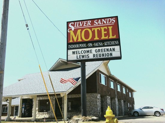 Silver Sands Oceanfront Motel : Silver Sands sign