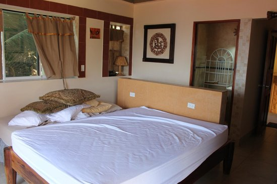 Casa Del Soul : Notice the twin bed next to our bed