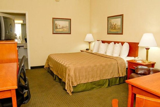 Quality Inn: Mobility Accessible King Guest Room