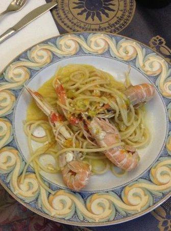 Stabilimento Balneare Sirio: spaghettone scampetti locali e fiore di zucchina